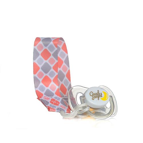 מחזיק מוצץ טרנדי חדשני עם קליפס פלסטיק להצמדה חזקה לבגד התינוק. מתאים לרוב סוגי המוצצים